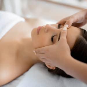 Massage tête : Shiatsu et Kobido