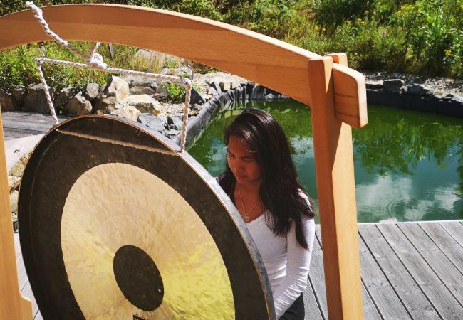 Thipphavanh en introspection massage sonore au gong