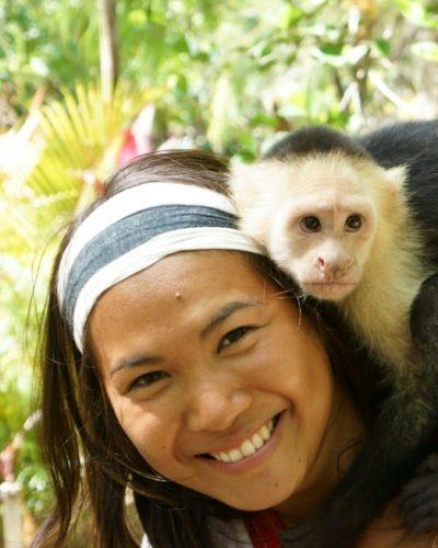 Thipphavanh Deovan dans la nature avec son ami